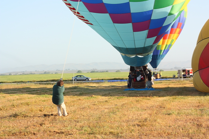 steadying the balloon during inflation by the main burners