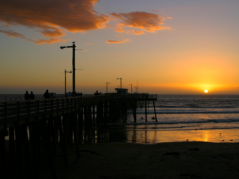 The sun sets at the Pismo pier